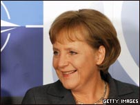 Ángela Merkel en cumbre de la OTAN en Bucarest