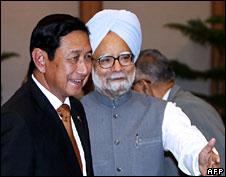 Indian PM Manmohan Singh and General Maung Aye