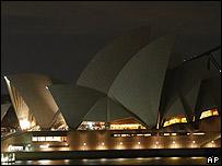 La Ópera de Sydney a oscuras durante la Hora del Planeta