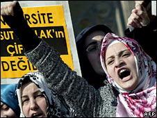 Pro-headscarf protesters 29/2/08