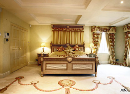 Bedroom on Versace Again Rules The Roost In The Master Bedroom  The Couple Also