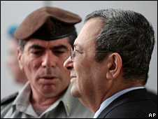 Gen Gabi Ashkenazi (l) and Ehud Barak (31 March 2008)
