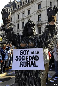 Counter demonstration to farmers' strike in Argentina