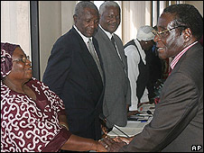 President Robert Mugabe meets Zanu-PF figures at party HQ (4.4.08)