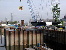 """Fishbelly"" sluice gate being lifted in (British Waterways)"