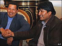 Hugo Chávez y Evo Morales en el palacio presidencial de La Paz
