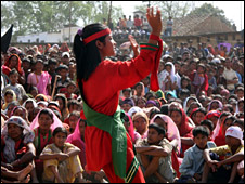 Solo woman dancer in Gadhuwa