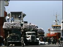 Alimentos donados en el puerto de Puerto Príncipe.