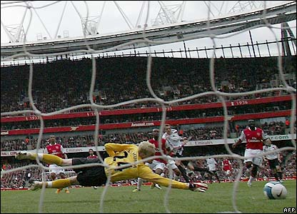 Crouch scores the opener for Liverpool