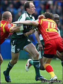 Exiles fly-half Mike Catt takes on the Perpignan defence