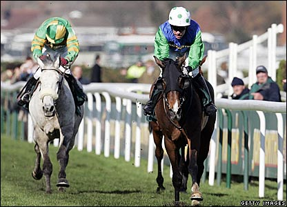 Comply or Die (right), King Johns Castle (left)