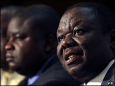 Morgan Tsvangirai at a press conference in Harare (5 April 2008)