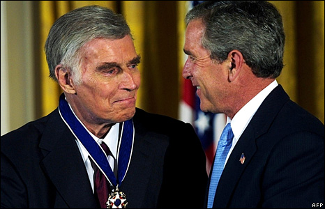Heston receives Presidential Medal of Freedom in 2003