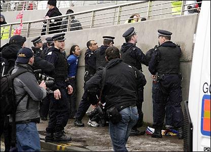 Police detain protestors