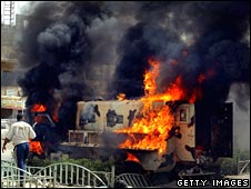 Iraqi army vehicle on fire in Sadr City area of Baghdad, 6 April 08