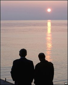 George W Bush and Vladimir Putin take a seaside stroll at sunset - photo 5 April