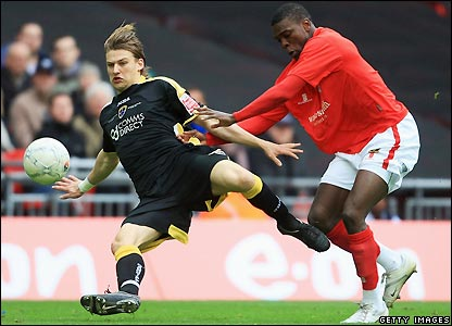 Glenn Loovens and Kayode Odejayi contest possession