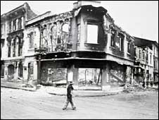 A burned out building in central Bogota in the aftermath of the Gaitan assassination (Photo: Bogota Museum)
