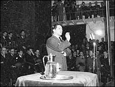 Jorge Eliecer Gaitan making a speech (Photo: Bogota Museum)