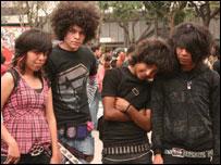 J�venes emos en la Glorieta de Insurgentes en Ciudad de M�xico.