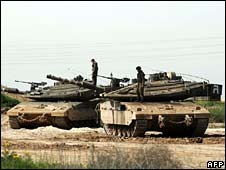 Israel tanks near border with Gaza