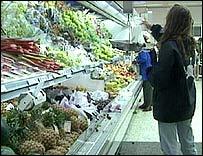 Mujer en el s�per mercado
