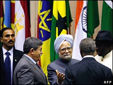 Indian Prime Minister Manmohan Singh surrounded by African leaders at the India-Africa summit