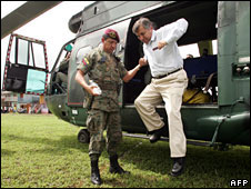 Wellington Sandoval (R) arrives near Ecuador's border with Colombia, 17 March, 2008