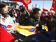 Tibet campaigners scuffle with Beijing supporters in San Francisco on Wednesday