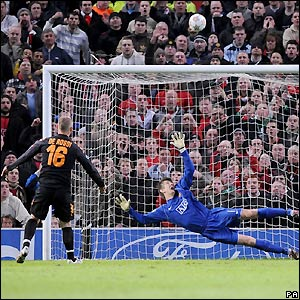 Daniele De Rossi misses a penalty