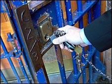 Warder locks gate