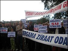 Protesters (Image: BBC)