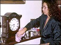 Mujer realizando limpieza
