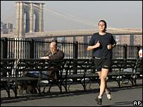 Una mujer trotando en Nueva York