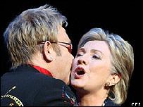 Elton John y Hillary Clinton
