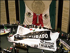 "Opposition PRD legislators unfurl a banner reading ""closed"" in Mexico's congress - 10/4/2008"