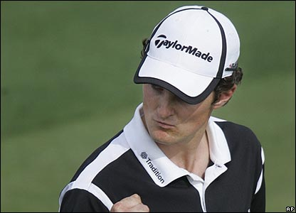 Justin Rose pumps his fist