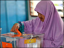 A woman votes in Kelantan, Malaysia, on 8 March 2008