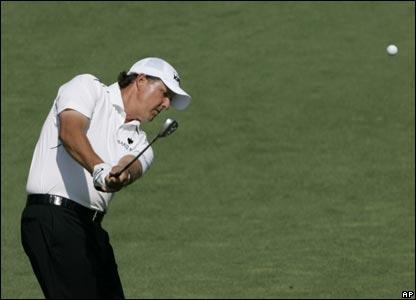 Phil Mickelson goes on an early charge