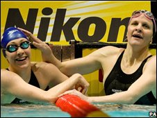 Lizzie Simmonds (left) with Kirsty Coventry