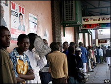 Zimbabweans queue for food outside a shop in Harare (11 April 2008)