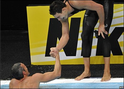 Duje Draganja helps Mark Foster out of the water