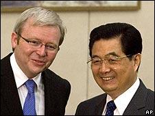 Chinese President Hu Jintao (r) with Australian PM Kevin Rudd