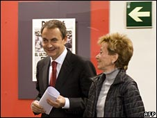 Zapatero with deputy Maria Teresa Fernandez de la Vega 12 April 08