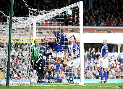 Everton's Joleon Lescott heads home in the 78th minute