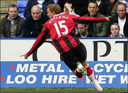 Erik Nevland seals Fulham's first away win