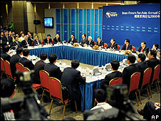 Taiwan's Vice President-elect Vincent Siew speaks during a roundtable panel at BOAO Forum