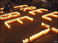 Tibetans living in Taiwan hold a candlelit vigil in response to China's crackdown against protests (28.03.08)