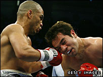 Cotto's heavier punches quickly took their toll on Gomez