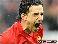 Owen Hargreaves celebrates putting Man Utd ahead